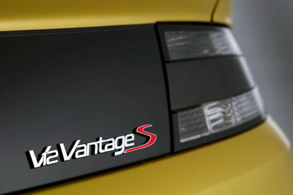 aston-martin-V12-vantage-s_23