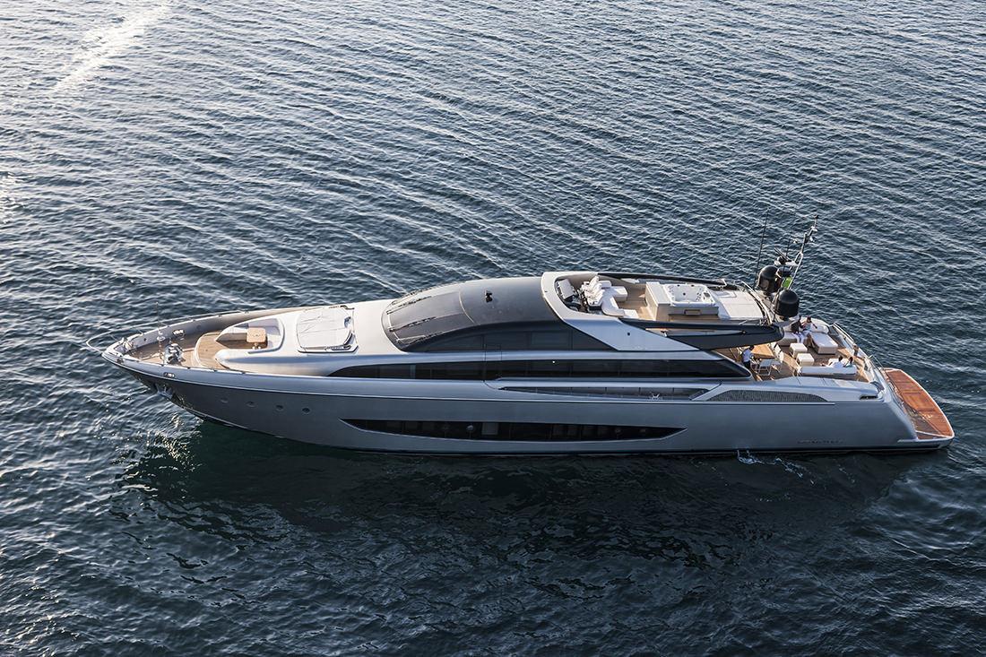 riva-yacht-mythos-1
