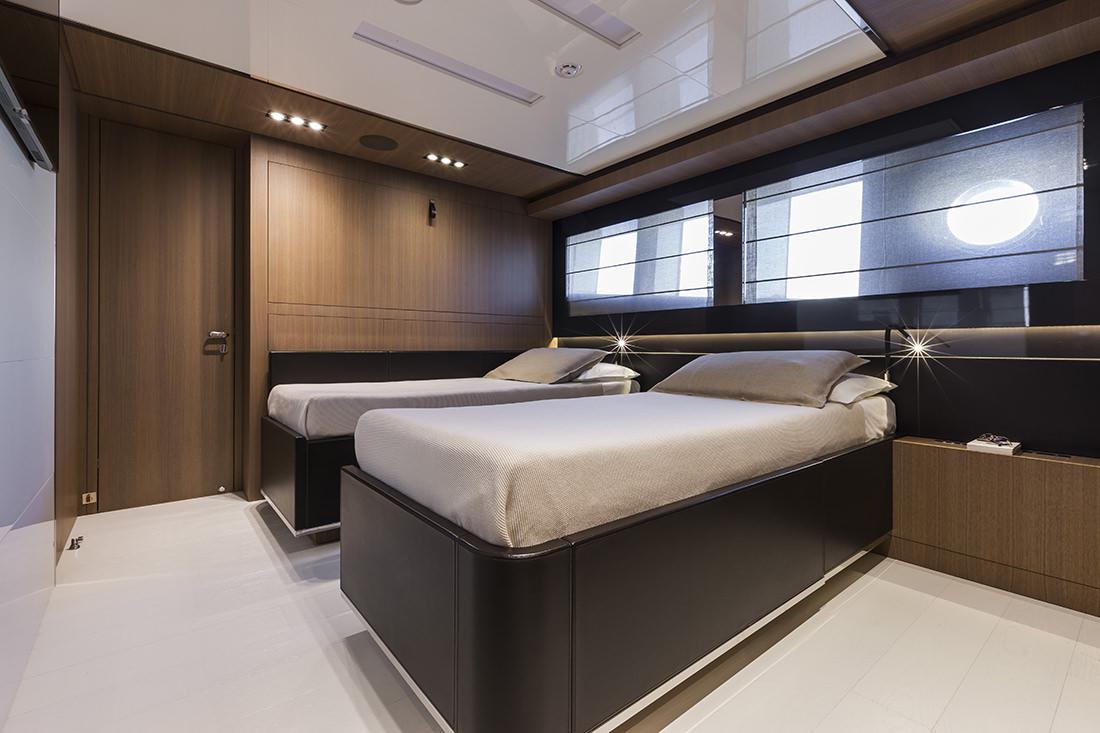riva-yacht-mythos-11