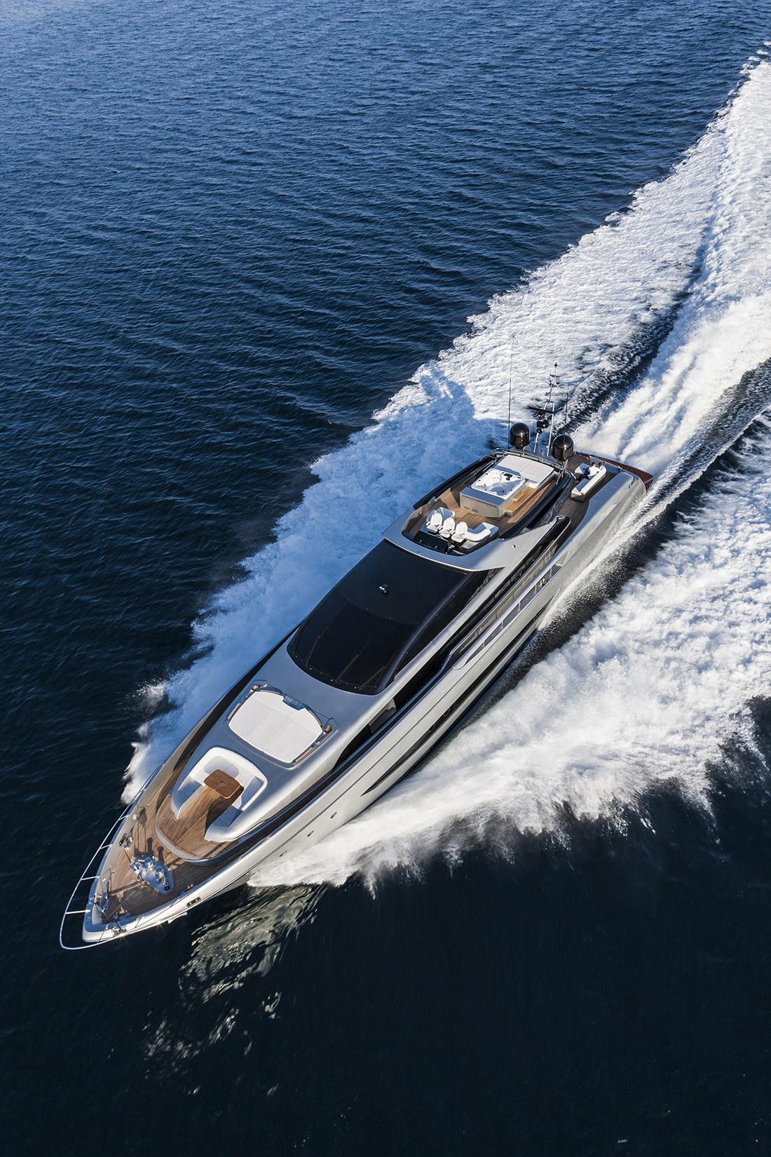 riva-yacht-mythos-2