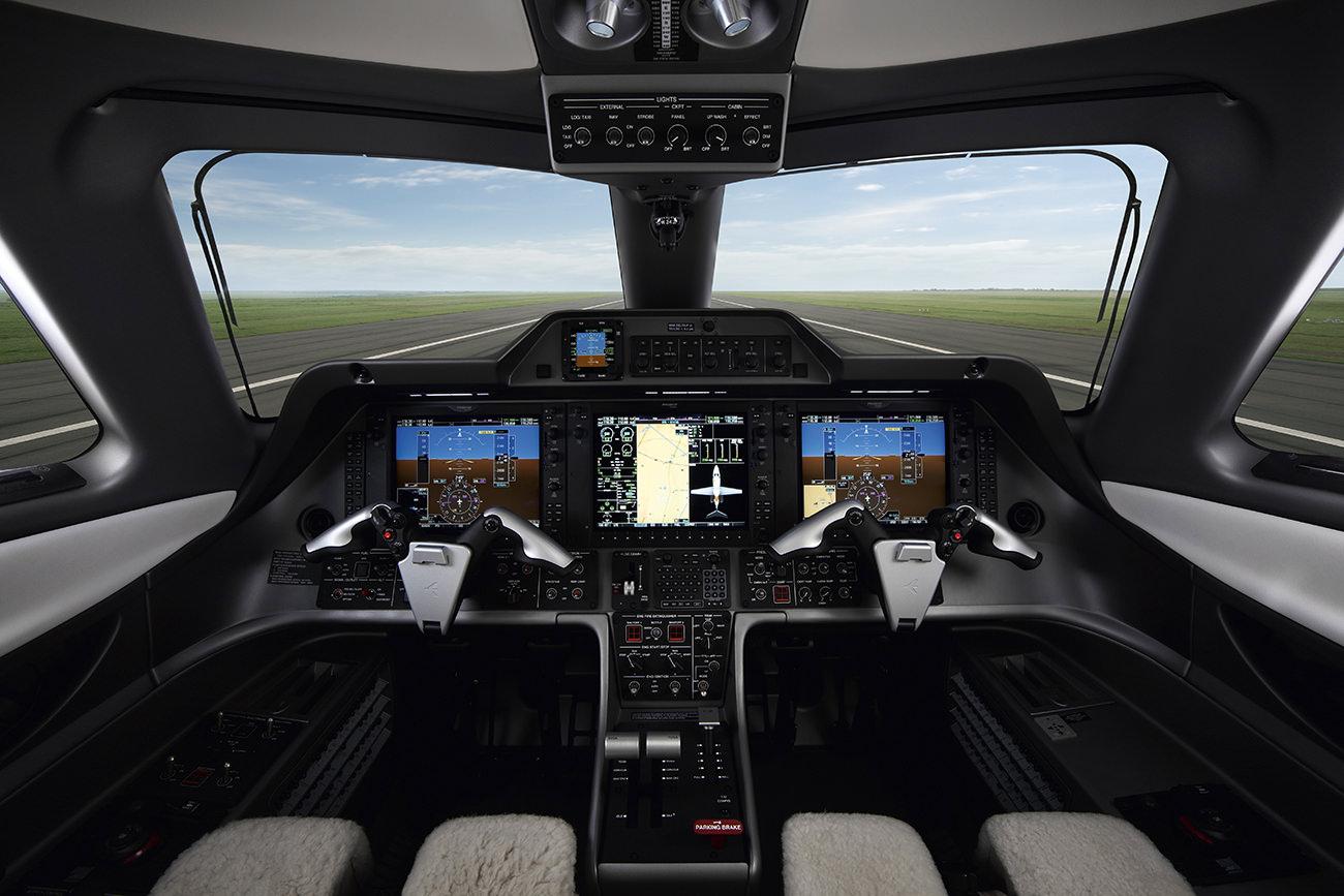 Embraer-Phenom-100E-4