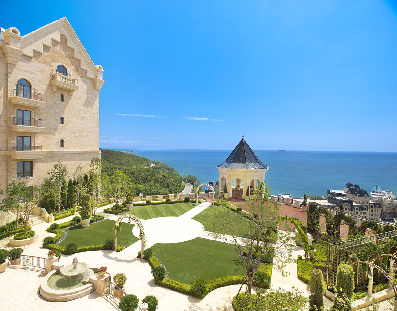 the-Castle-Hotel-a-Luxury-Collection-Hotel-Dalian-13