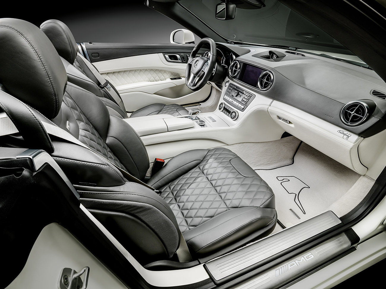 Mercedes-Benz-World-Championship-2014-Collector-Edition-4