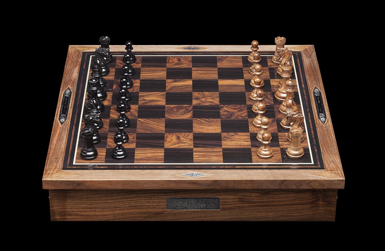 Holland-&-Holland-Chess-Set-1