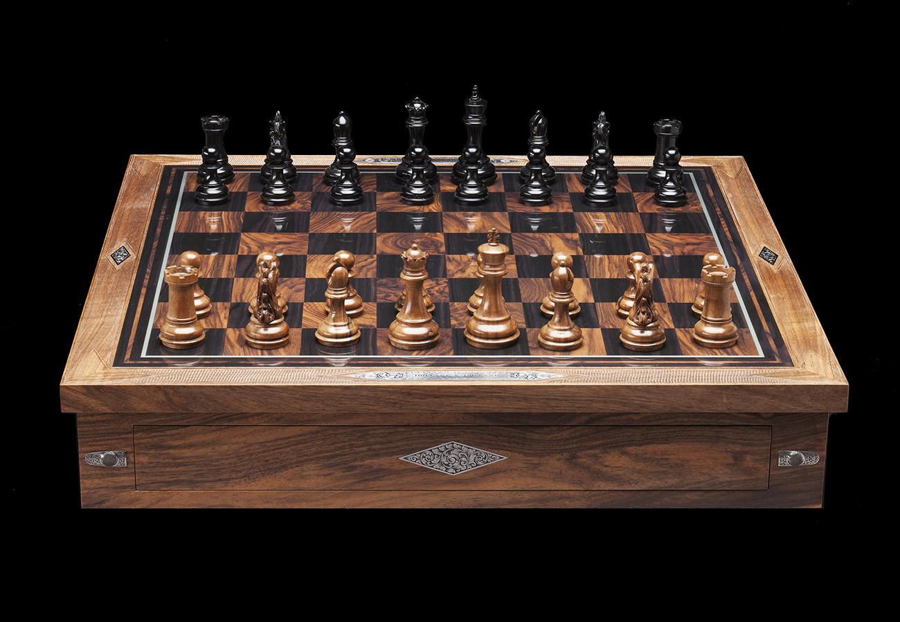 Holland-&-Holland-Chess-Set-2