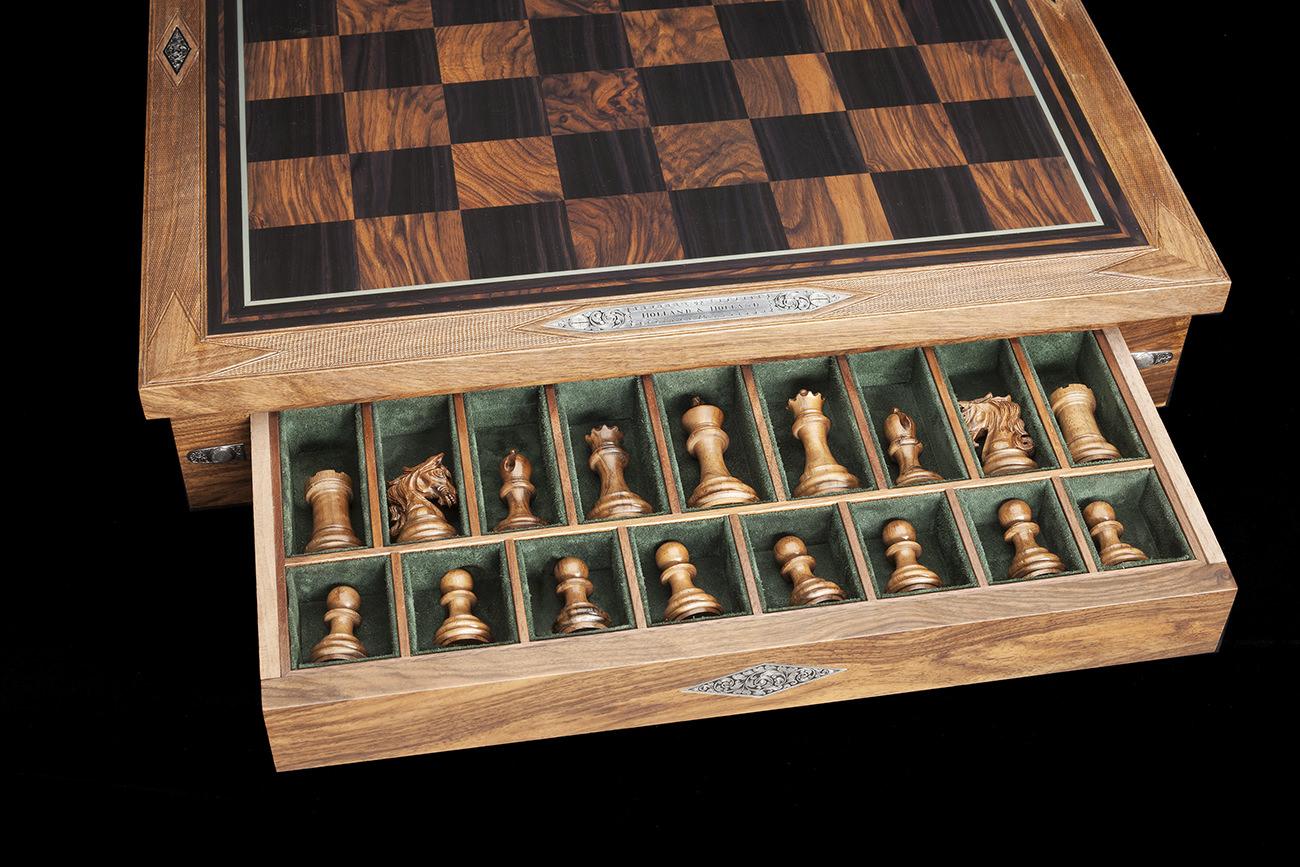 Holland-&-Holland-Chess-Set-8