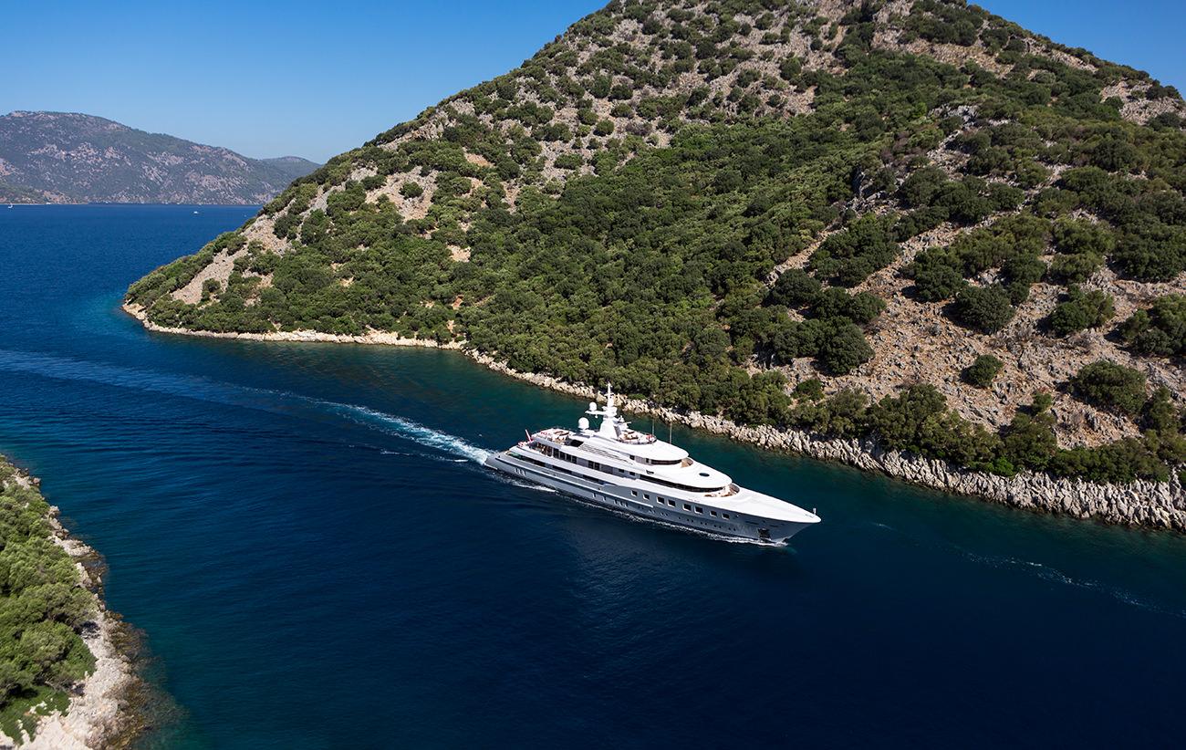 Yacht-Axioma-1