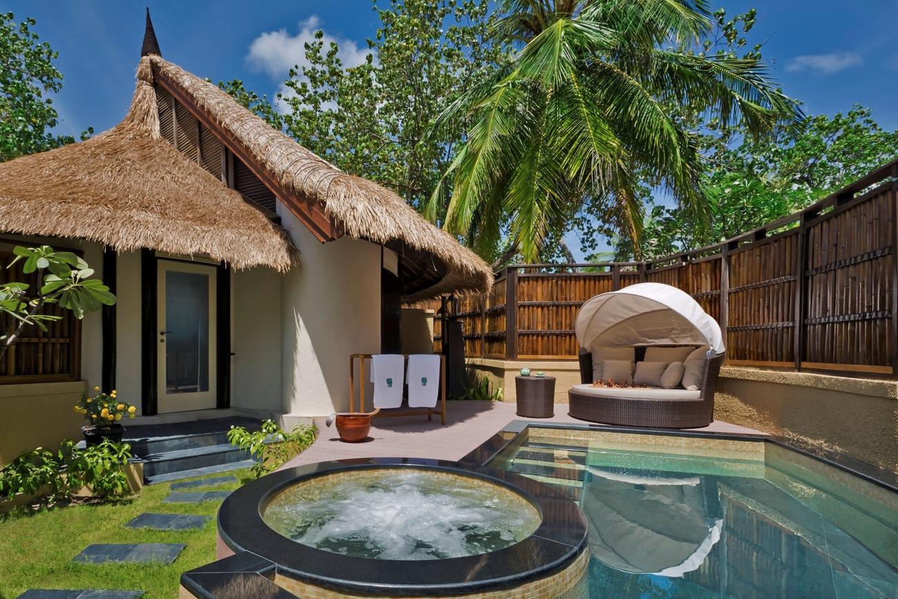 Banyan-Tree-Maldives-Outdoor-Pool