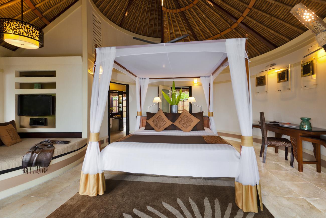 Banyan-Tree-Maldives-Bedroom