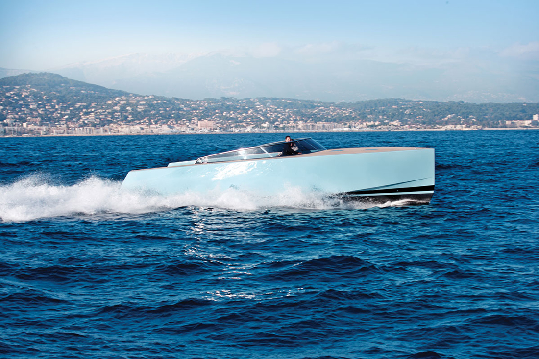 Vandutch40-luxury-boat-design-3