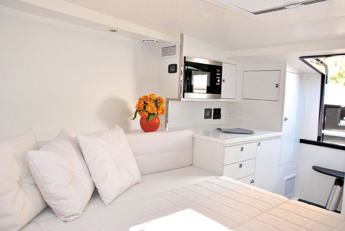 Vandutch40-luxury-boat-design-interior