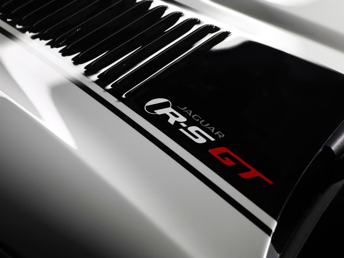 Jaguar-XKR-S-GT (11)