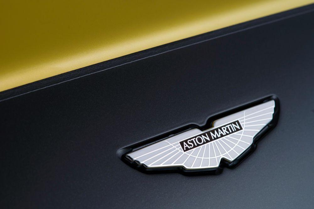 aston-martin-V12-vantage-s_24