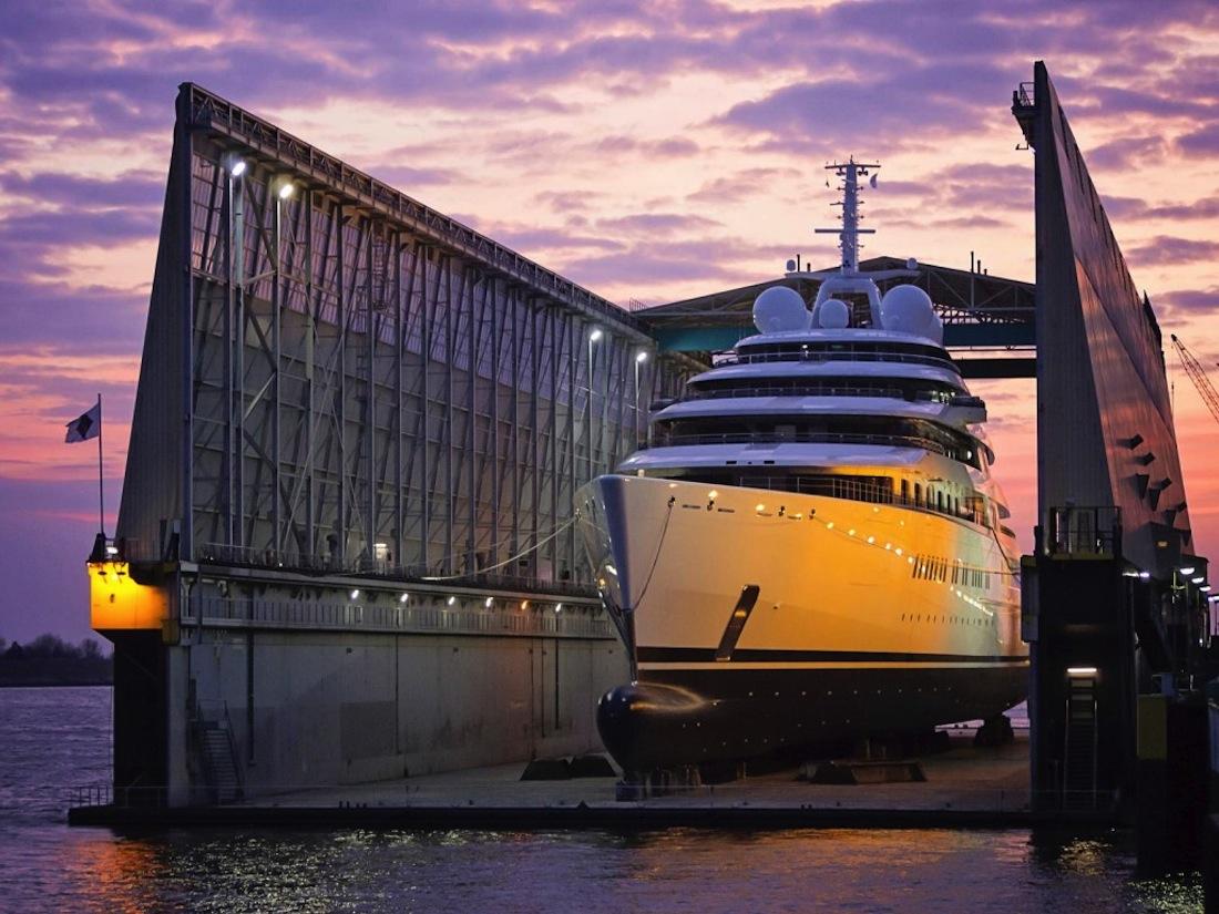 Azzam le plus grand yacht de luxe jamais con u for Bateau de luxe interieur