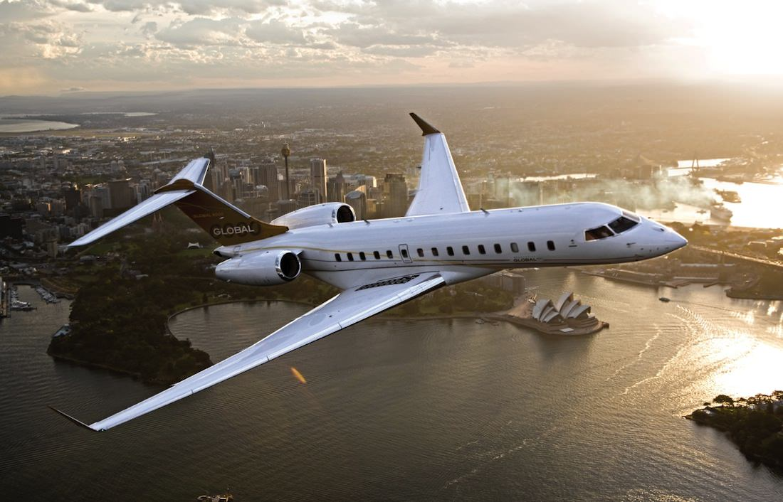 airplane global bombardier luxe