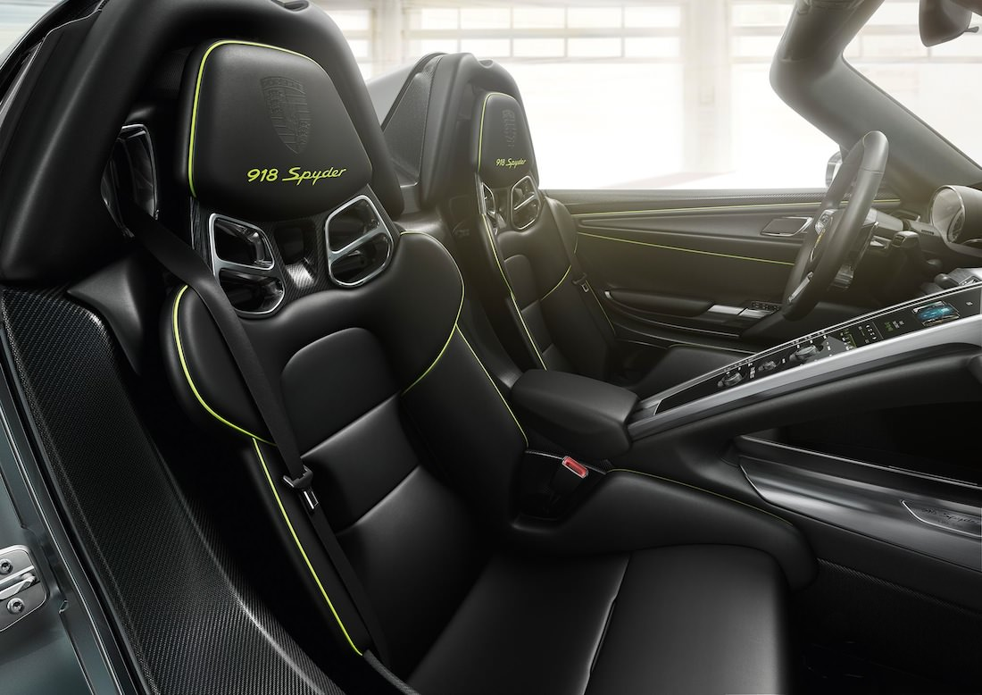 Porsche 918 spyder for Porsche 918 interieur