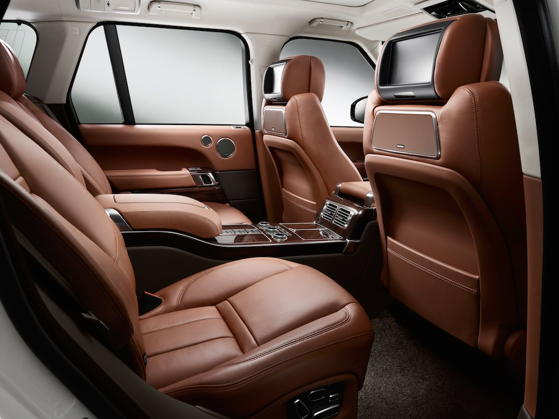 range rover continue de surprendre avec le suv de luxe. Black Bedroom Furniture Sets. Home Design Ideas