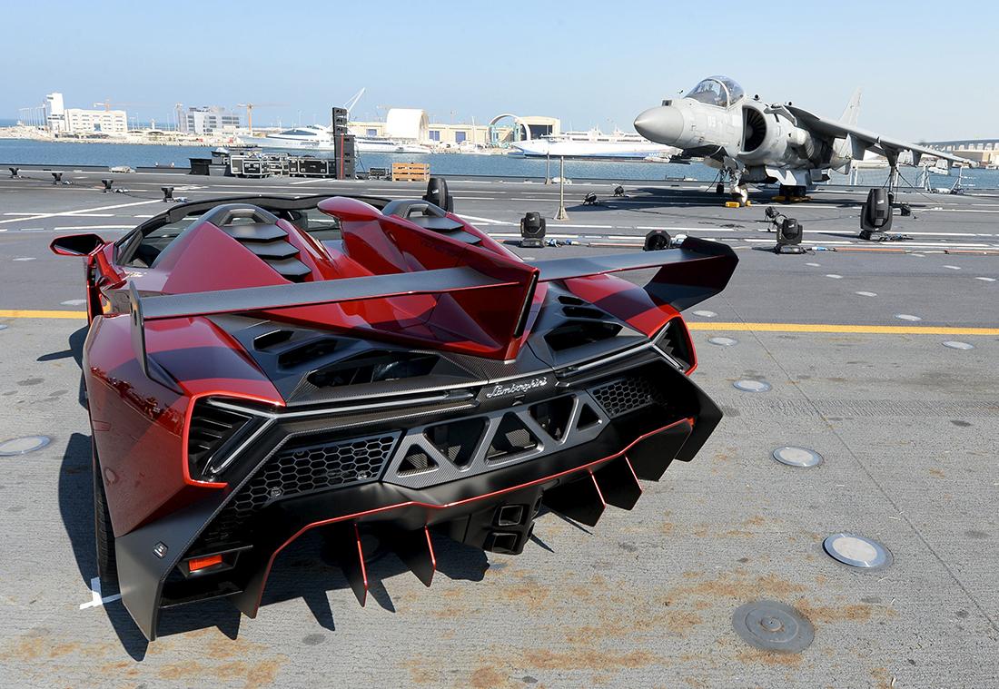Lamborghini Veneno Roadster Une Entr 233 E Fracassante