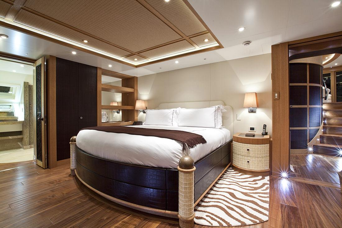 hemisphere un catamaran grand luxe de 44m de long. Black Bedroom Furniture Sets. Home Design Ideas