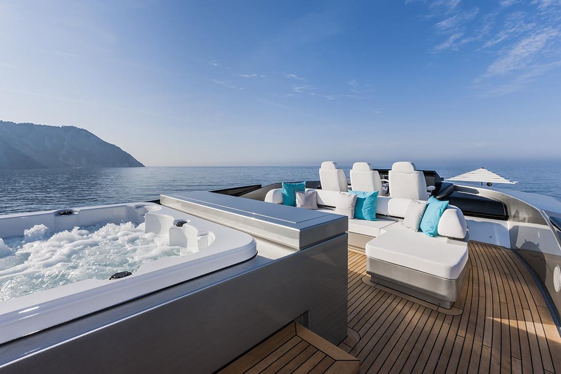 riva-yacht-mythos-17