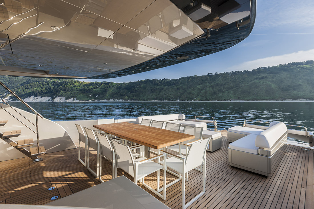 riva-yacht-mythos-21