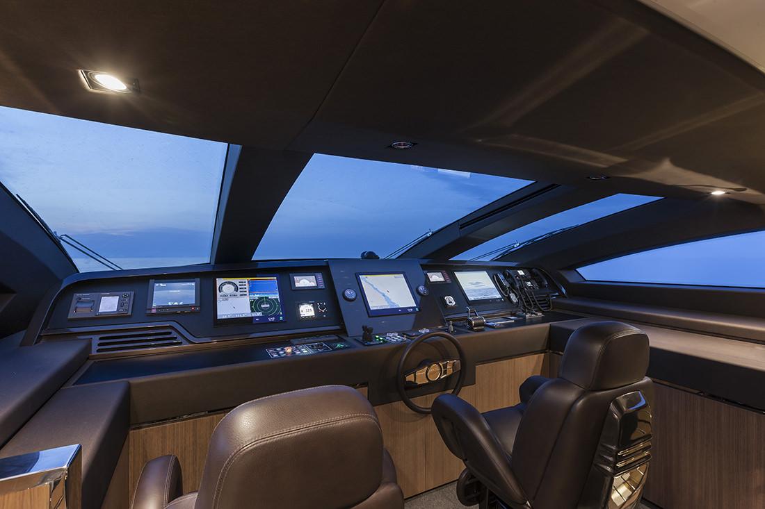 riva-yacht-mythos-22