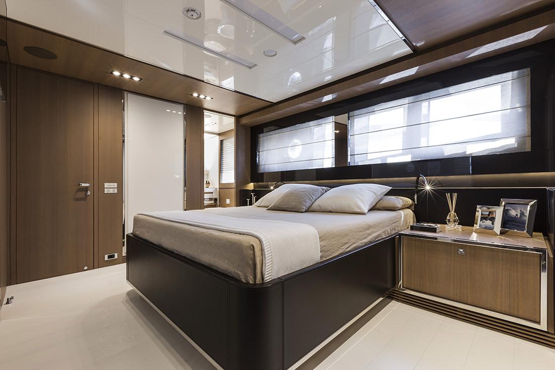riva-yacht-mythos-9