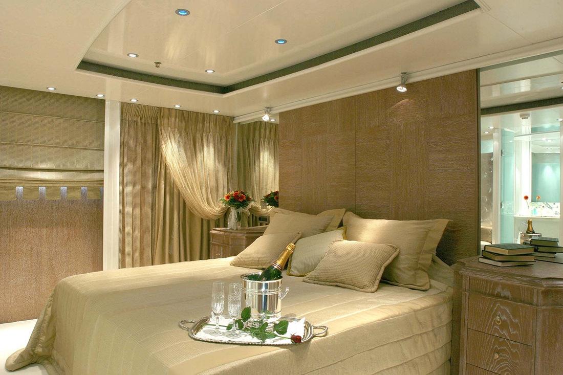 motor-yacht-RM-elegant-10