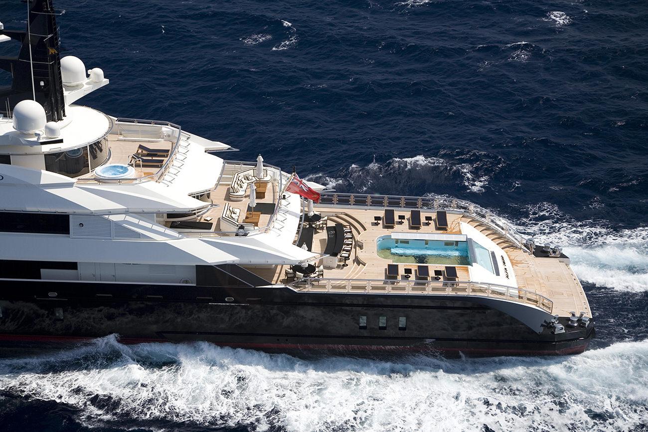 L 39 alfa nero un m gayacht de luxe au design innovant for Interieur yacht