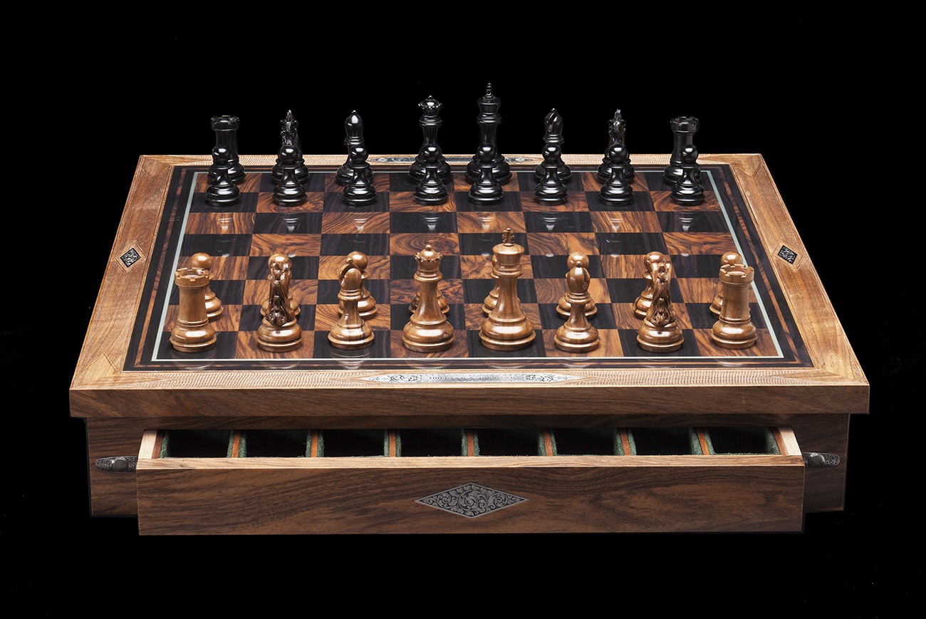 Holland-&-Holland-Chess-Set-3