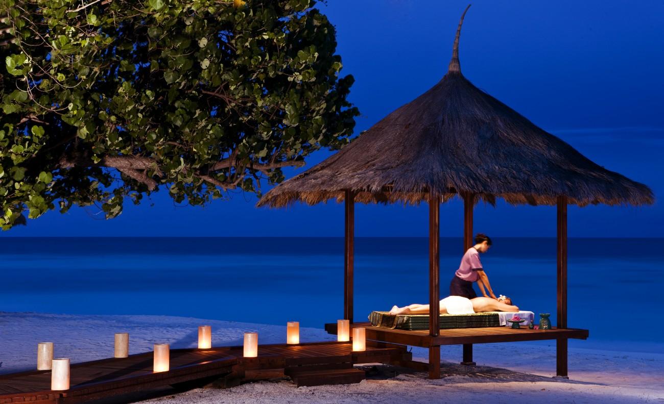 Banyan-tree-Maldives-Outdoor-Massage