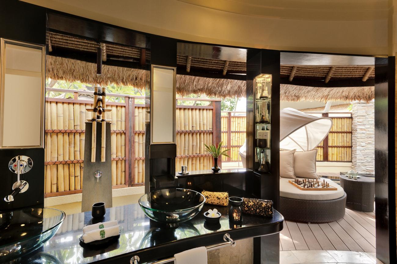 Banyan-Tree-Vabbinfaru-Bathroom