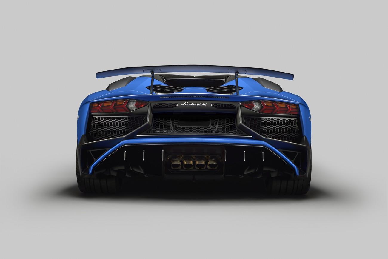 Lamborghini-aventador-superveloce-3