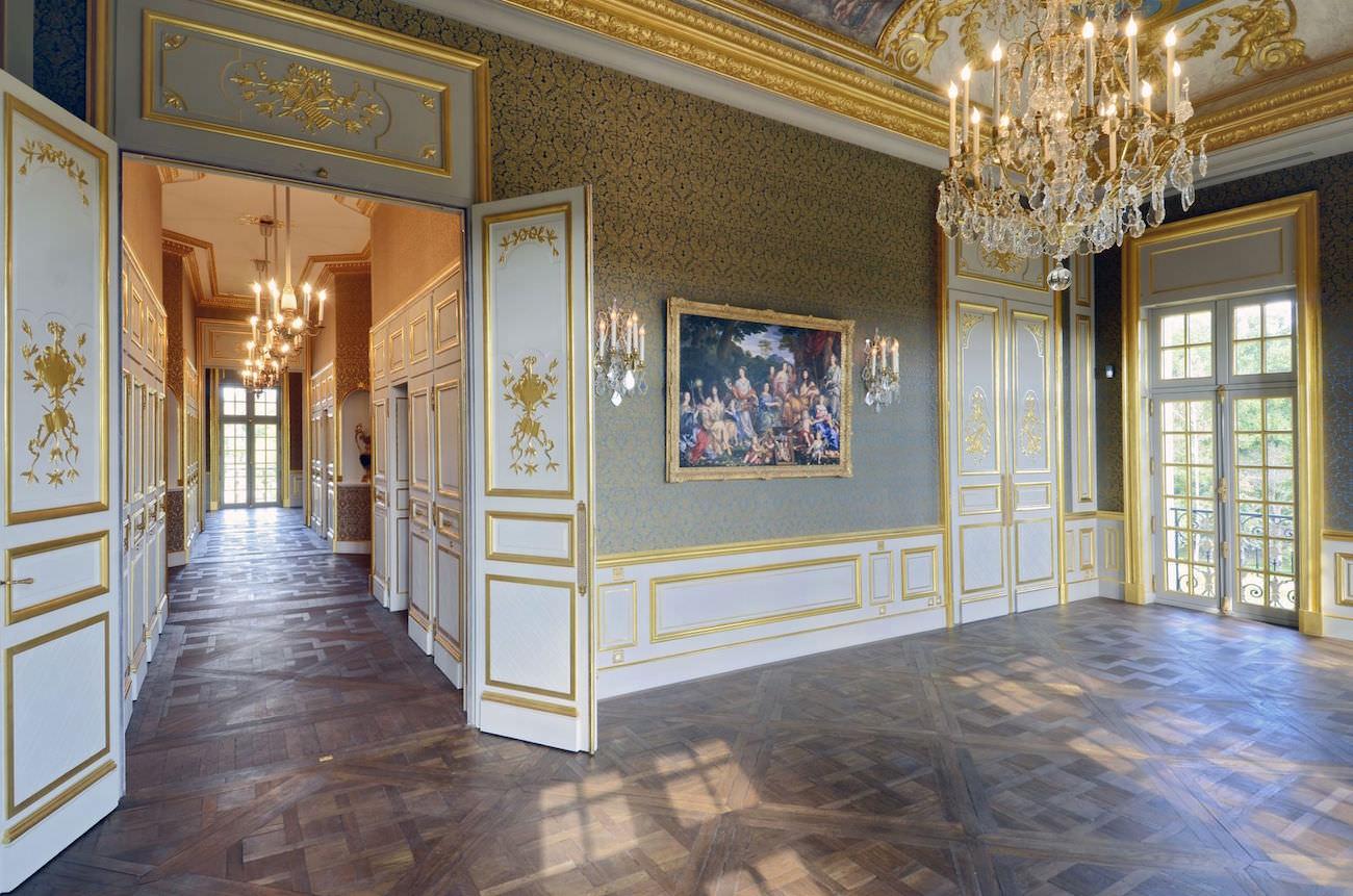 Le ch teau louis xiv le plus cher du monde pr s de paris for Chateau louis 14 louveciennes