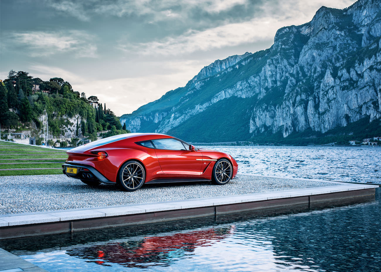 d couvrez la nouvelle aston martin vanquish zagato. Black Bedroom Furniture Sets. Home Design Ideas