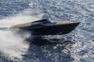 Aston Martin fait ses débuts dans le milieu nautique avec le sublime superboat AM37