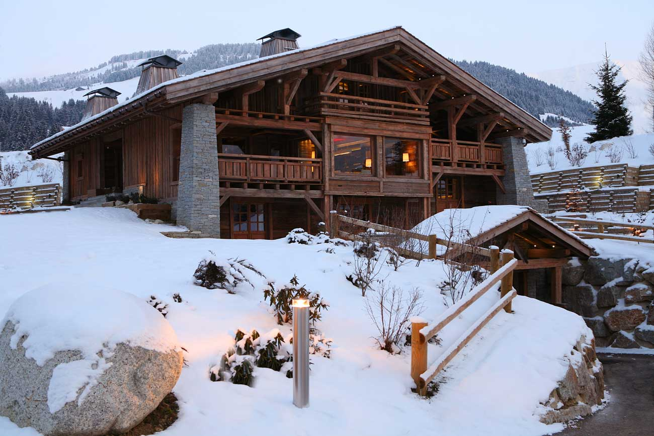 un chalet somptueux de 550m2 vendre meg ve dans les alpes. Black Bedroom Furniture Sets. Home Design Ideas